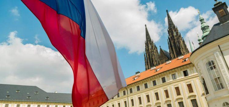 Z průzkumu STEM/MARK vyplývá, že by Zeman mohl vyhrát prezidentské volby. Mezi požadavky tázaných Čechů byl i reprezentativní vzhled u hlavy státu.
