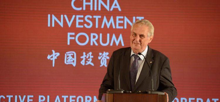 """""""Ať žije Čína!"""" zvolal Zeman na investičním fóru. Jinak se o akci téměř nemluvilo"""