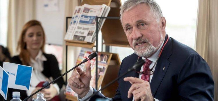 """Mirek Topolánek: Češi mají být vlastenci hrdí na český pas a korunu. A každý má právo být """"offline"""""""