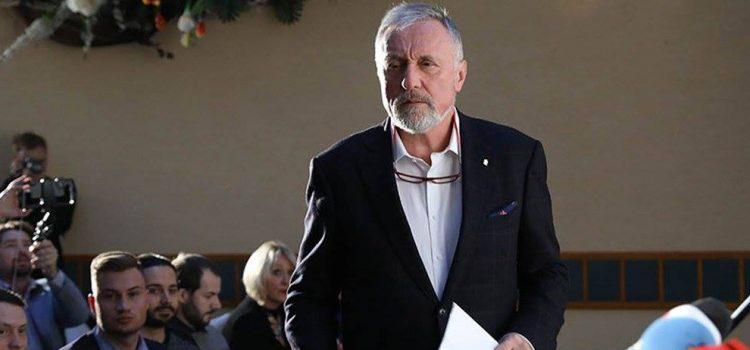 Zeman je nemocný člověk, dalších pět let nezvládne, prohlásil Topolánek