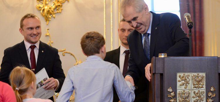 Miloš Zeman už potřetí přispěl Fondu ohrožených dětí částkou 2,5 milionu korun