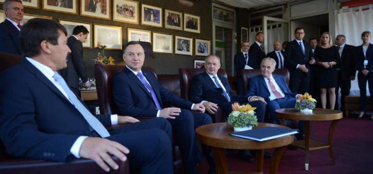 Zeman zamířil na jednání prezidentů Visegrádské čtyřky na Štrbské Pleso
