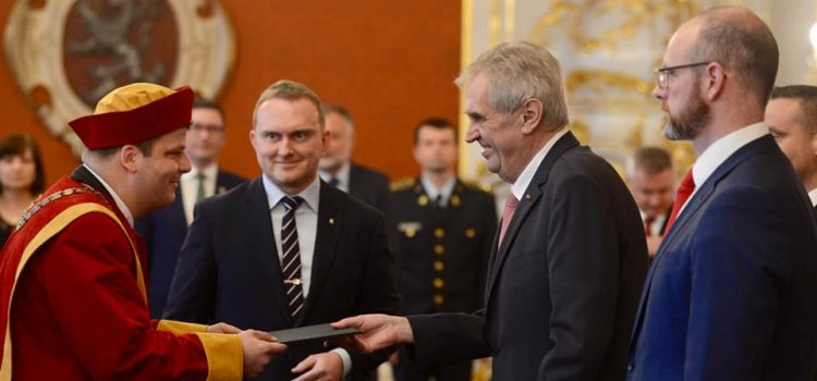 Prezident Zeman přijal čtyři nové velvyslance včetně papežského nuncia
