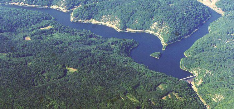 Na zámku v Lánech se podvádělo, úprava přehrady byla předražená o desítky milionů