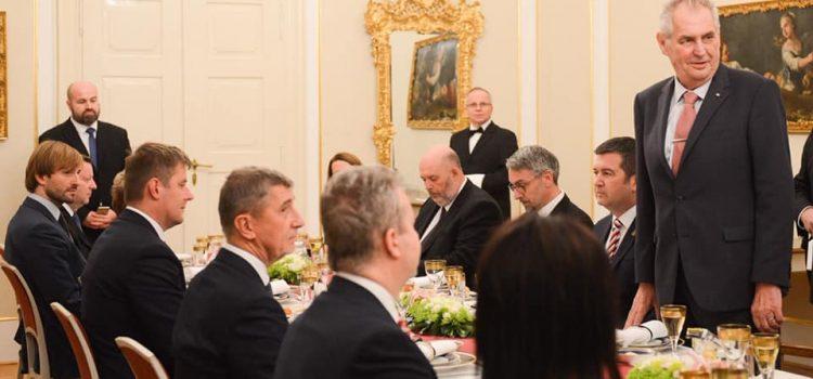 Prezident pozval vládu na adventní večeři v Lánech, vánoční setkání se má stát tradicí