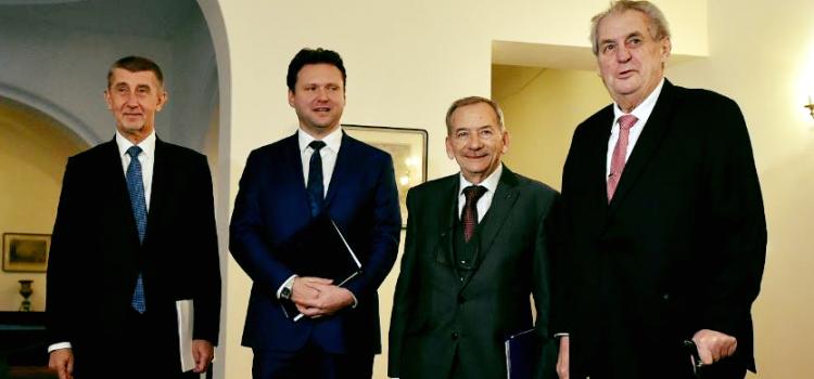 Nejvyšší ústavní činitelé se sešli na Hradě kvůli koordinaci zahraniční politiky