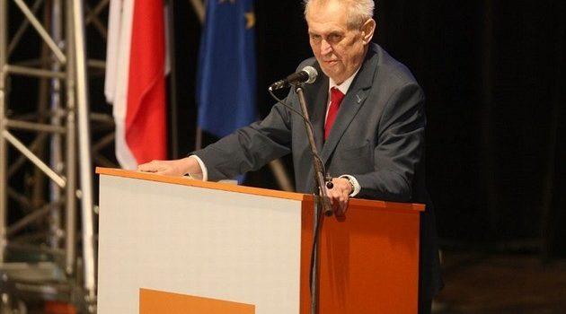 ČSSD pozve na březnový sjezd strany prezidenta Zemana