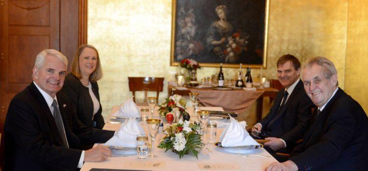 Prezident na Pražském hradě poobědval s americkým velvyslancem Kingem