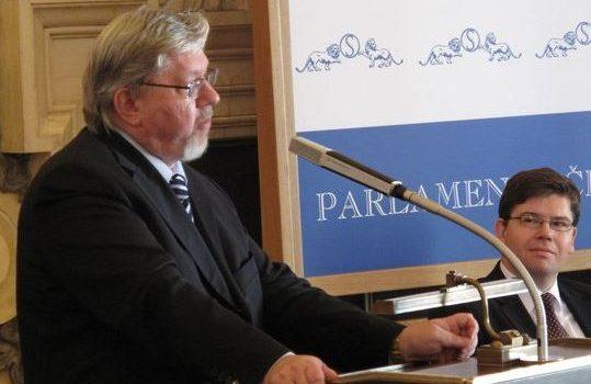 Prezident potvrdil, že na ústavního soudce navrhne prorektora Univerzity Karlovy Aleše Gerlocha
