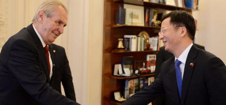 Zeman na Hradě přijal čínského velvyslance a dva zástupce firmy Huawei