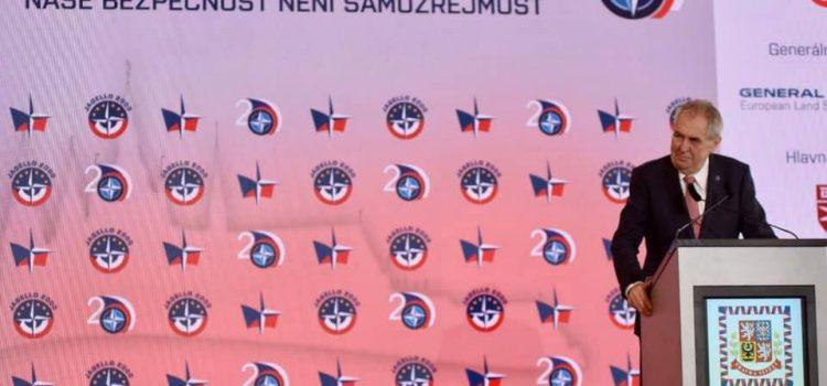 NATO nám dává pocit bezpečí, ale bombardování Jugoslávie byla chyba, řekl Zeman