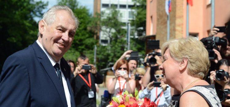 Prezident se zastal ministryně průmyslu Novákové i ministra zemědělství Tomana