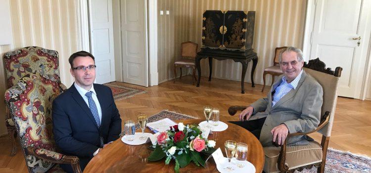 Prezident schválil nové ministry. Kremlík slíbil rychlejší stavbu dálnic, Havlíček levnější data