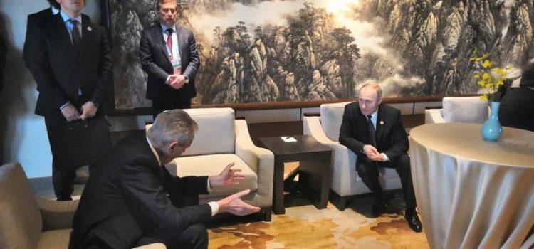 Zeman se na konferenci o Hedvábné stezce setkal s ruským prezidentem Putinem