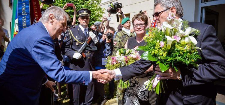Prezident zahájil návštěvu Vysočiny setkáním s hejtmanem na krajském úřadě v Jihlavě