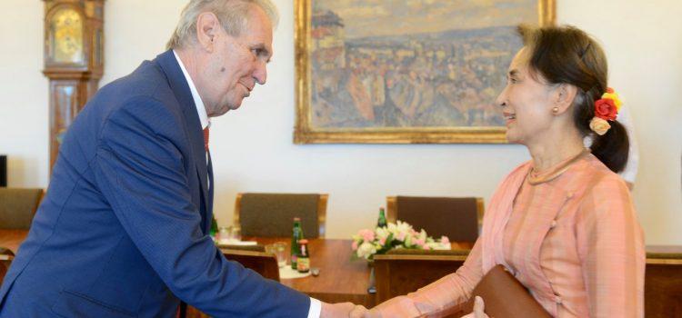 Prezident Zeman přijal na Pražském hradě barmskou vůdkyni a někdejší disidentku Su Ťij