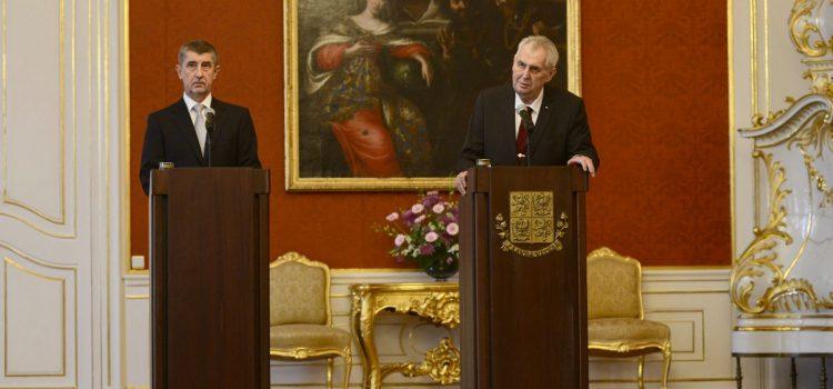 Prezident znovu přijme premiéra Babiše příští středu, předsedu ČSSD Hamáčka vynechali