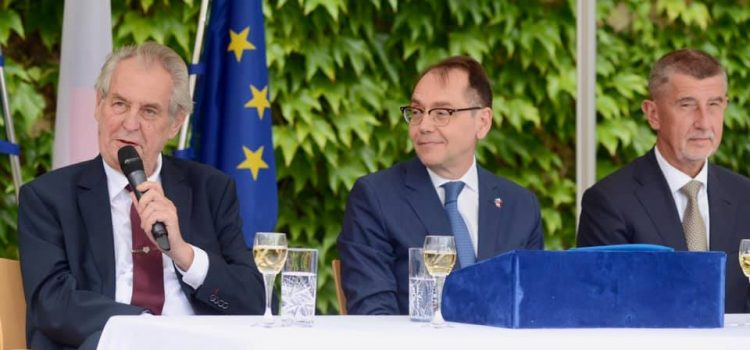 Zeman jmenoval nového velvyslance ve Francii. Takhle má vypadat spolupráce s vládou, rýpl si