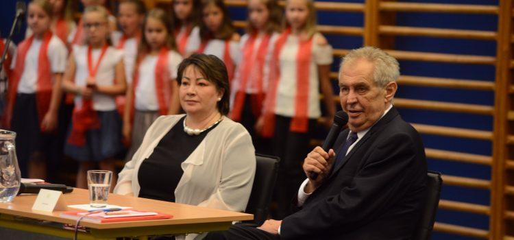Prezident s první dámou zahájili školní rok v Třinci. Jako malý jsem nerad vstával, prozradil Zeman
