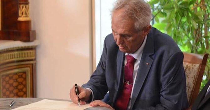Prezident podepsal daňovou úlevu pro prodej bytů v rodinných domech