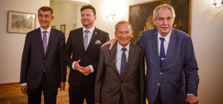 Na Hradě proběhla schůzka nejvyšších ústavních činitelů, řešili oduznání Kosova